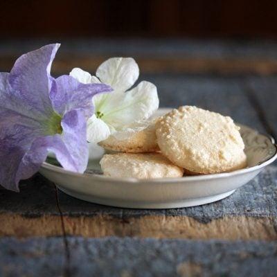 Makroner eller macarons ett lätt recept från 1800-talet.