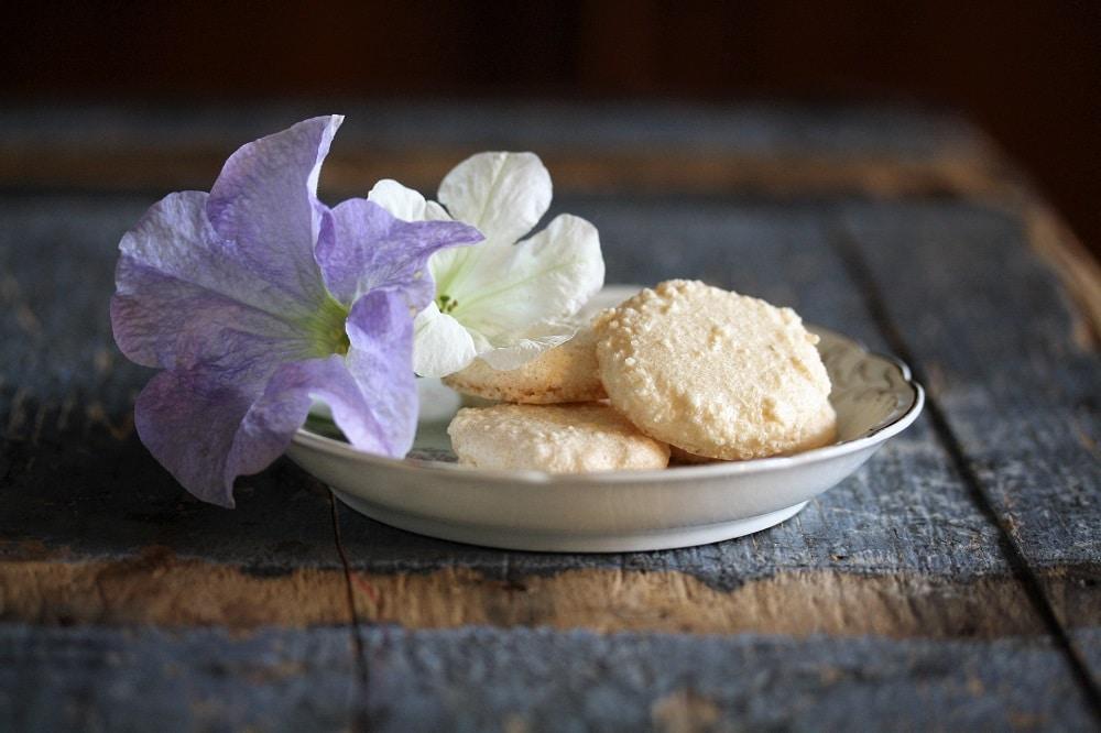 Macarons eller makroner med bittermandel