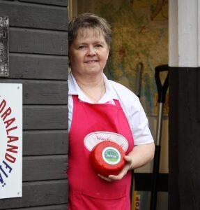 Marih Jonsson från Skogsbackens ost i Uppland